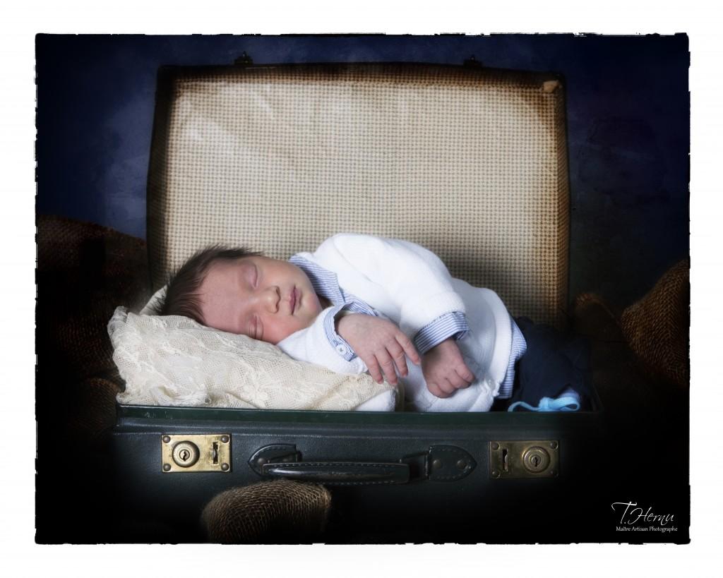 UN CONSEIL, attention aux photos en maternité , elles sont souvent à un prix exorbitant, pour une qualité qui n'est pas celle de photos prises en studio.