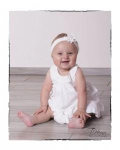 Pour son baptême, Mathilde (9 mois) est venue faire sa séance photos. A croire qu'elle est née pour ça la petite charmeuse!!!